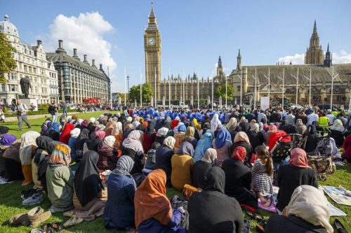 Muslims talking over Britain
