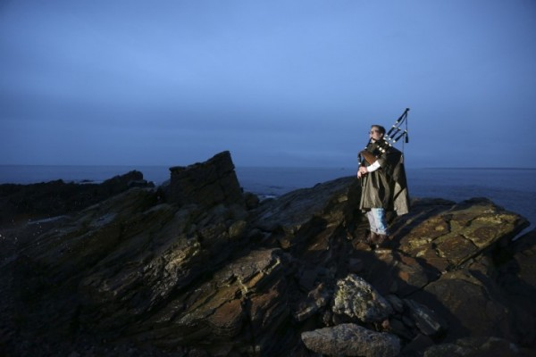 The Scottish Piper for an Independent Scotland at Last